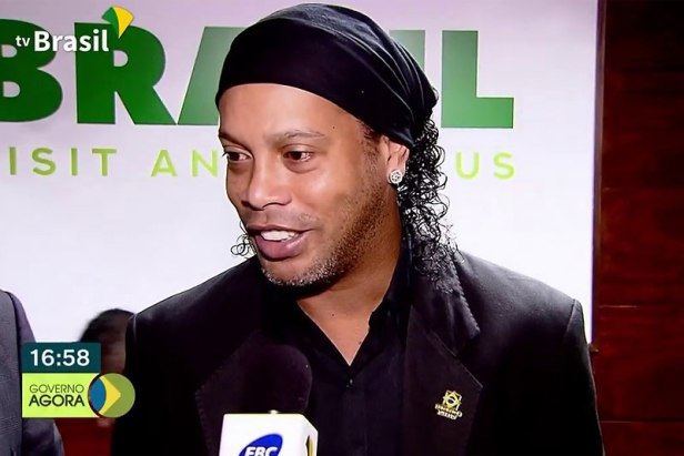 Ronaldinho-Visit-and-Love-U